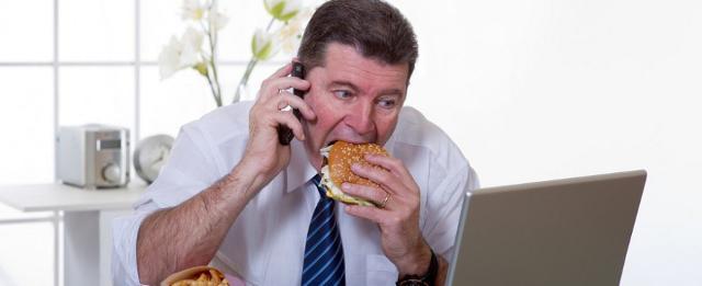 ischio-alimetare-salute-lavoro-mangiare-ufficio-stili-di-vita